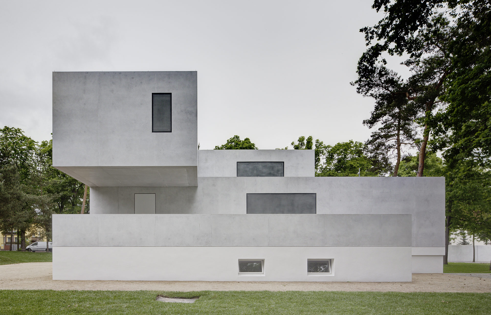Bauhaus reinterpreted not reconstructed in dessau uncube for Architecture bauhaus
