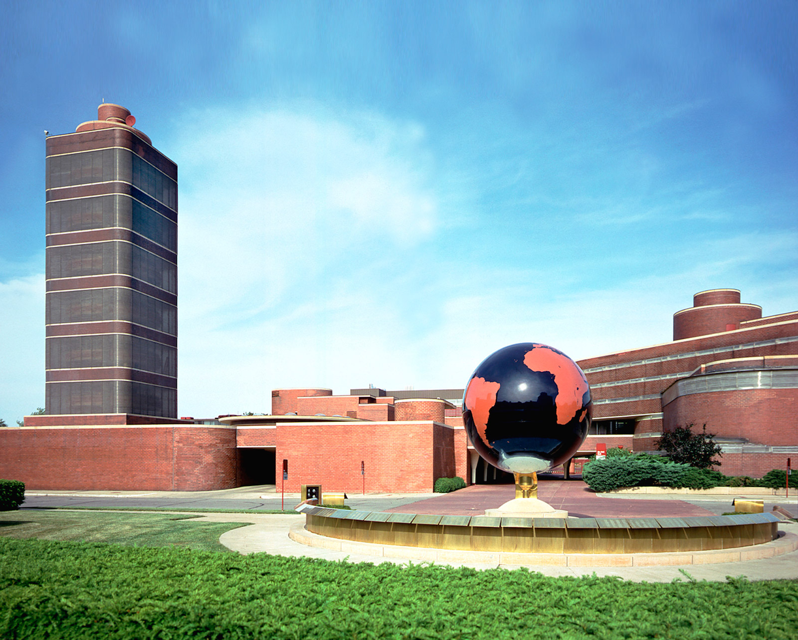 External View Of The Frank Lloyd Wright Designed SC Johnson Administration  Building And Research Tower