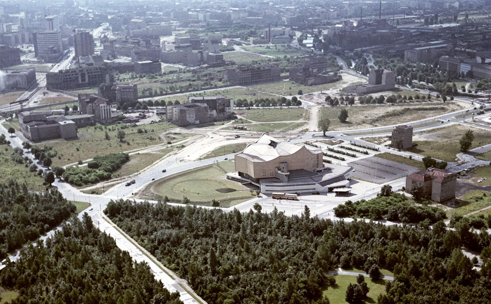 dirk lohan on berlin versus chicago uncube aerial view of berlin from 1963 looking over scharoun rsquo s philharmonia and onto potsdamer platz