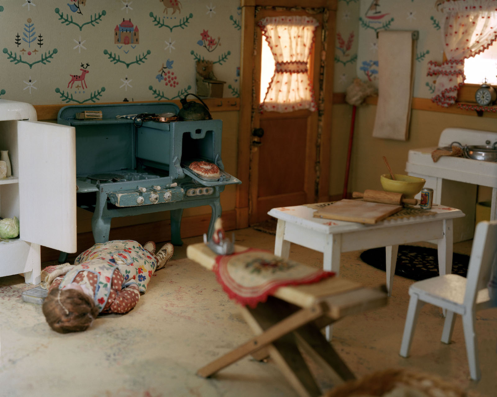 Lower class living room -  To Show The Extent Of Bodily Decomposition All In The Pursuit Of
