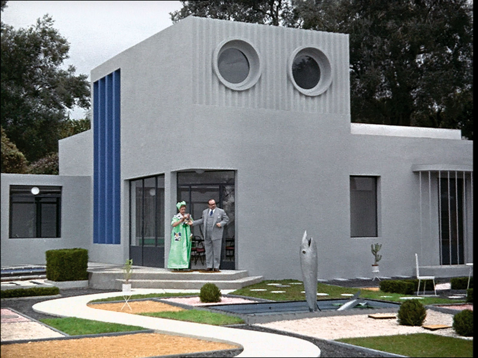 mon oncle post modernism Before fight club, mon oncle was talking about us chumps  they live in a  super trendy post-modern home (post-modern for 1958) and their.