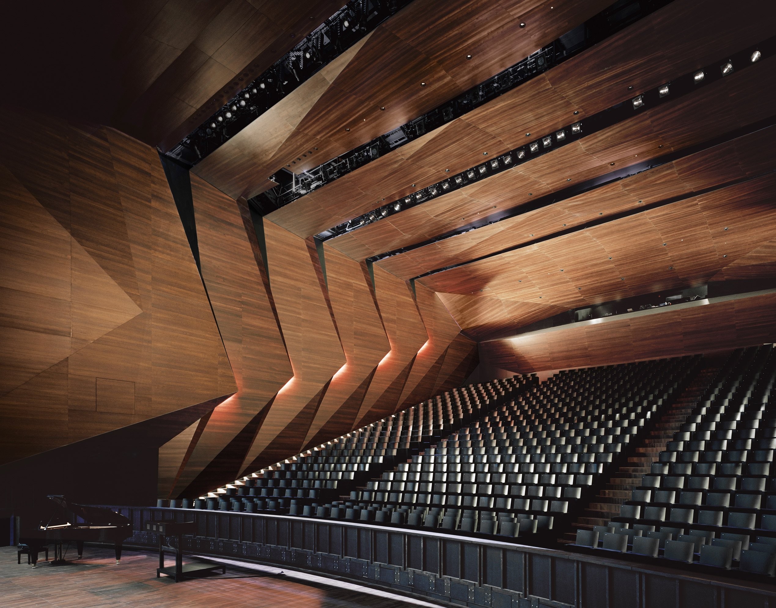 The new festival hall in erl austria by delugan meissl for Architecture wood