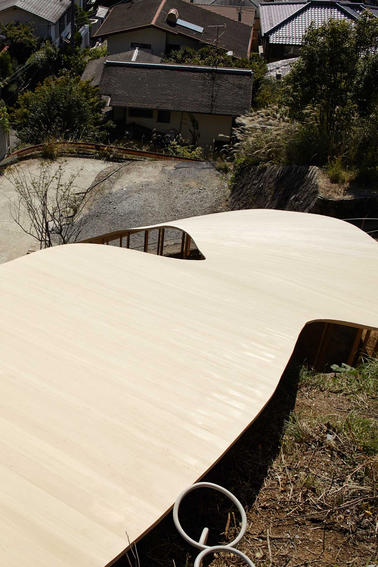 The canopy from above seems to flow down the hill. & A sinuous pavilion by Ryue Nishizawa and nendo in Kyoto - uncube