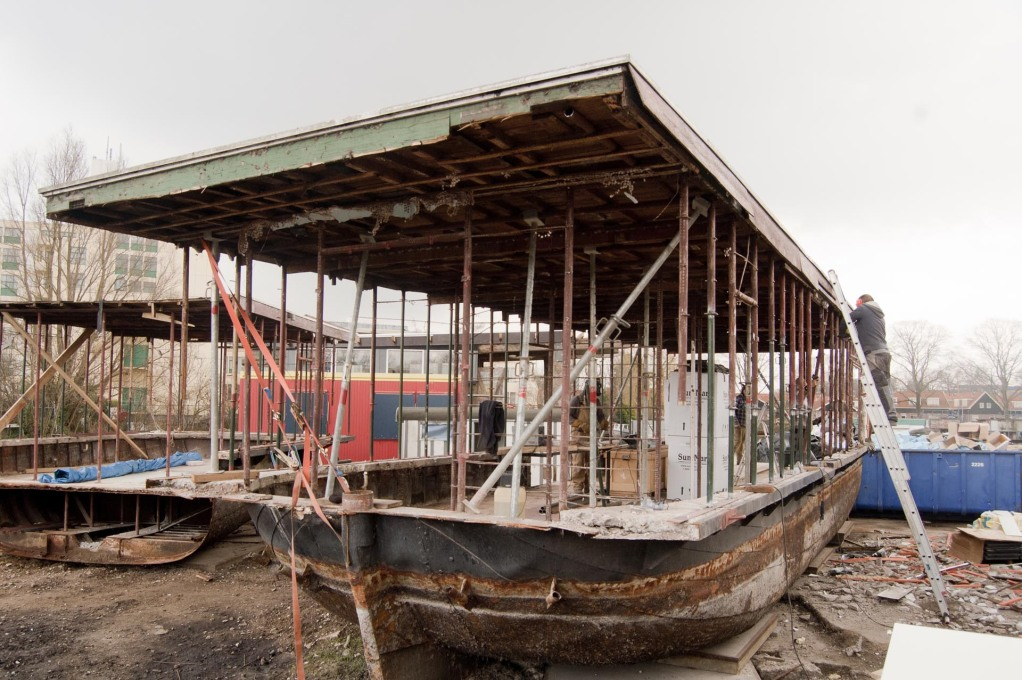 Many of the boats had been neglected for years and needed massive reconstruction. (Photo: Martin van Wijk)