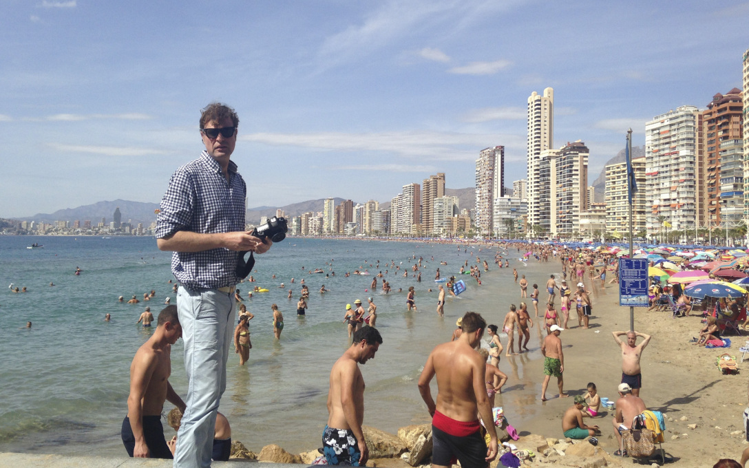 The photographer Thorsten Klapsch on location in Benidorm.
