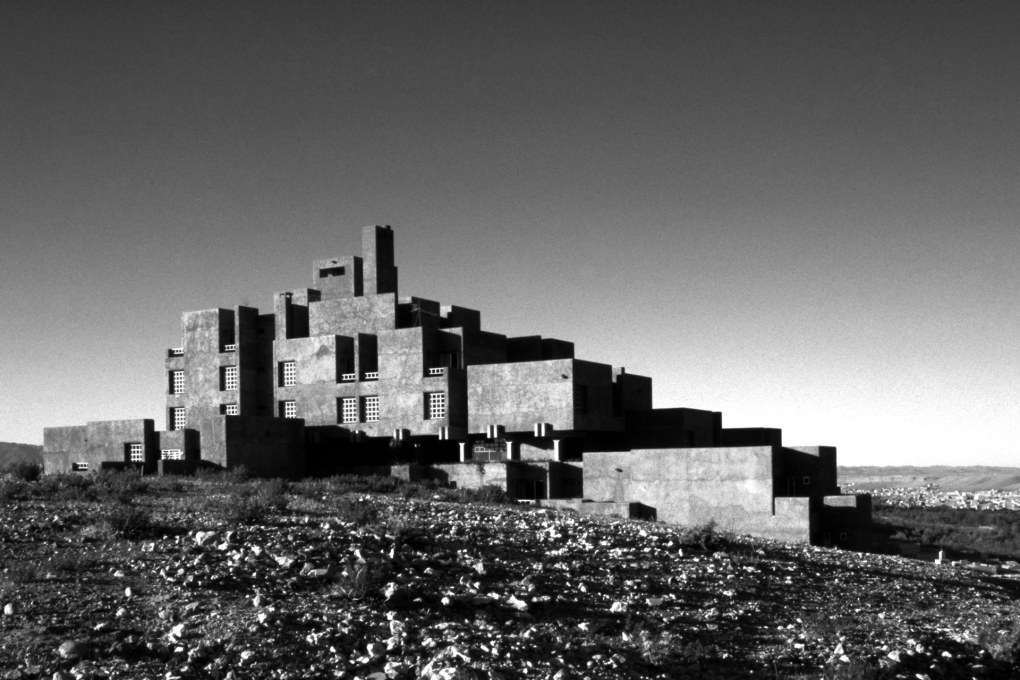 The Hôtel du Dadès by Patrice de Mazières and Abdeslem Faraoui, built 1979-1982 in Boulemane, Morocco... (Photo © Brian Brace / Aga Khan Trust for Culture)