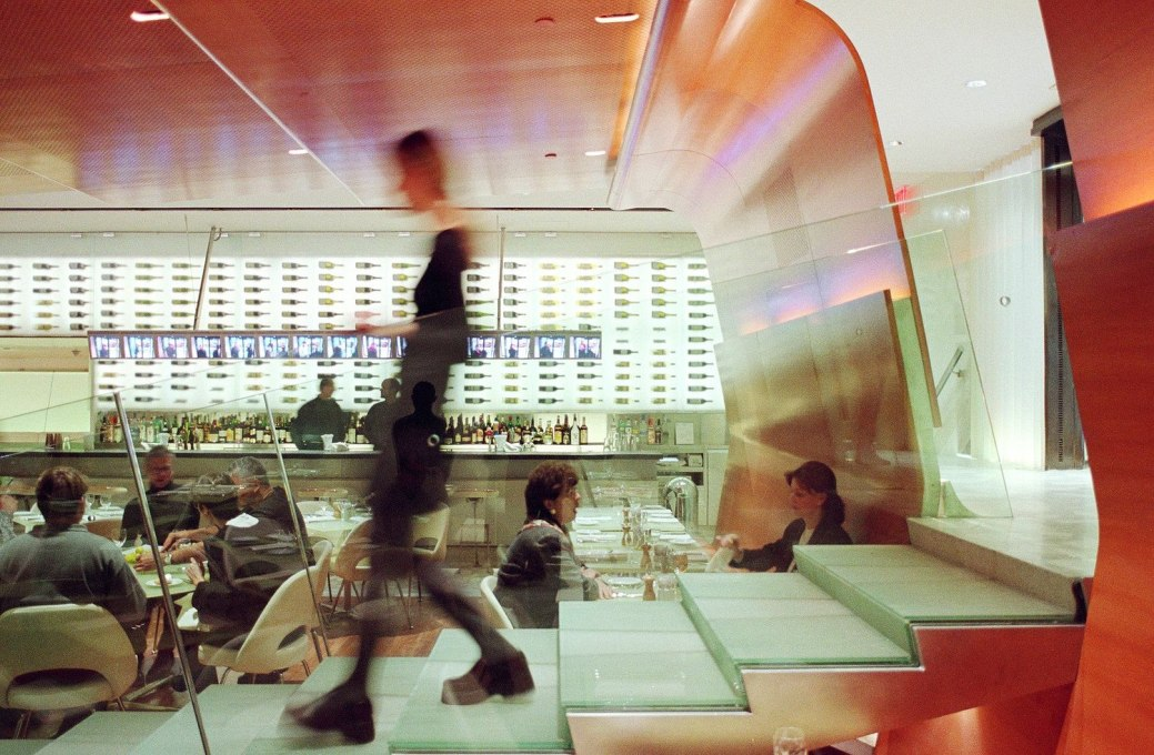"Diller + Scofidio's Brasserie at the Seagram Building, New York from 2000. The theme of its design, ""glass and vision"", provides a visual feast... (Photo: Michael Moran/OTTO)"