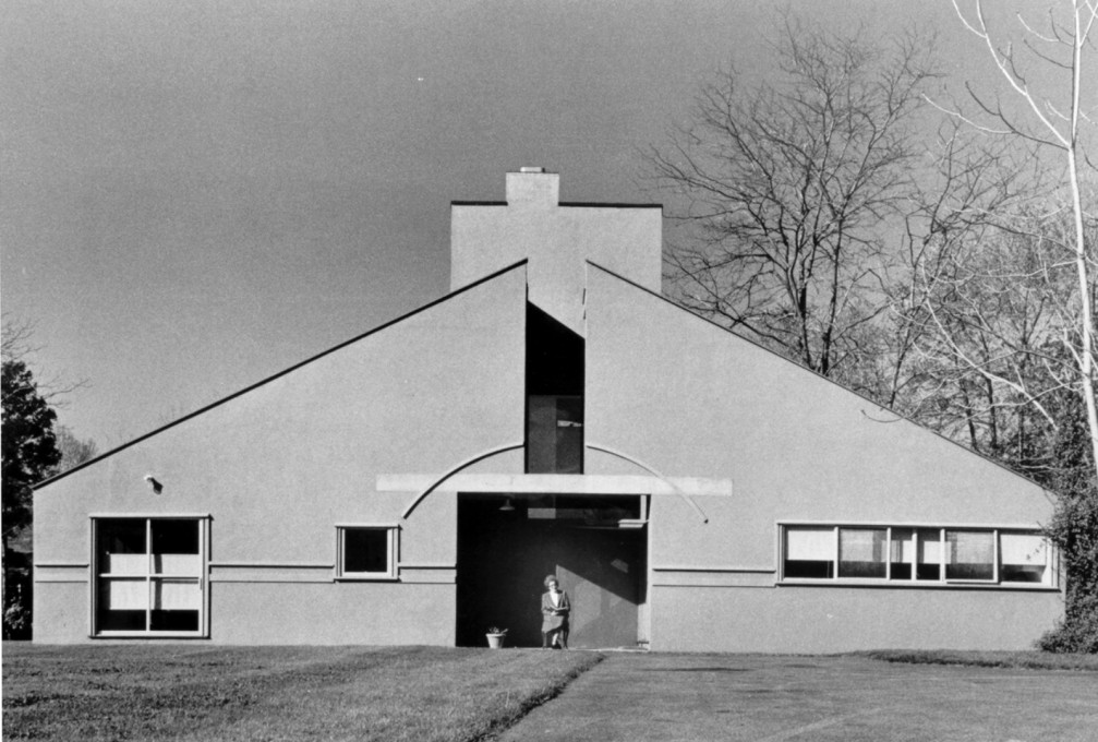 Vanna Venturi House, Chesnut Hill, Philadelphia, Pennsylvania, 1964, front elevation. (Photo: Rollin LaFrance, all photos courtesy Venturi, Scott Brown and Associates, Inc.)