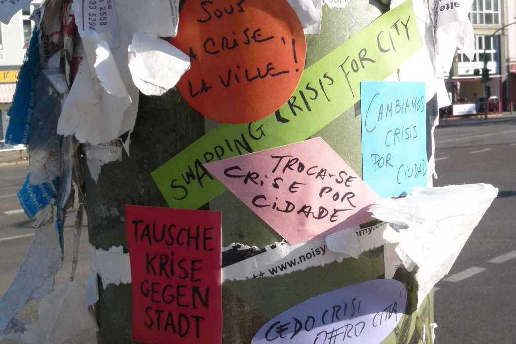 We-Traders is all about connecting people – here via simple stickers on a lamp post in Berlin. (Photo: Rose Epple)
