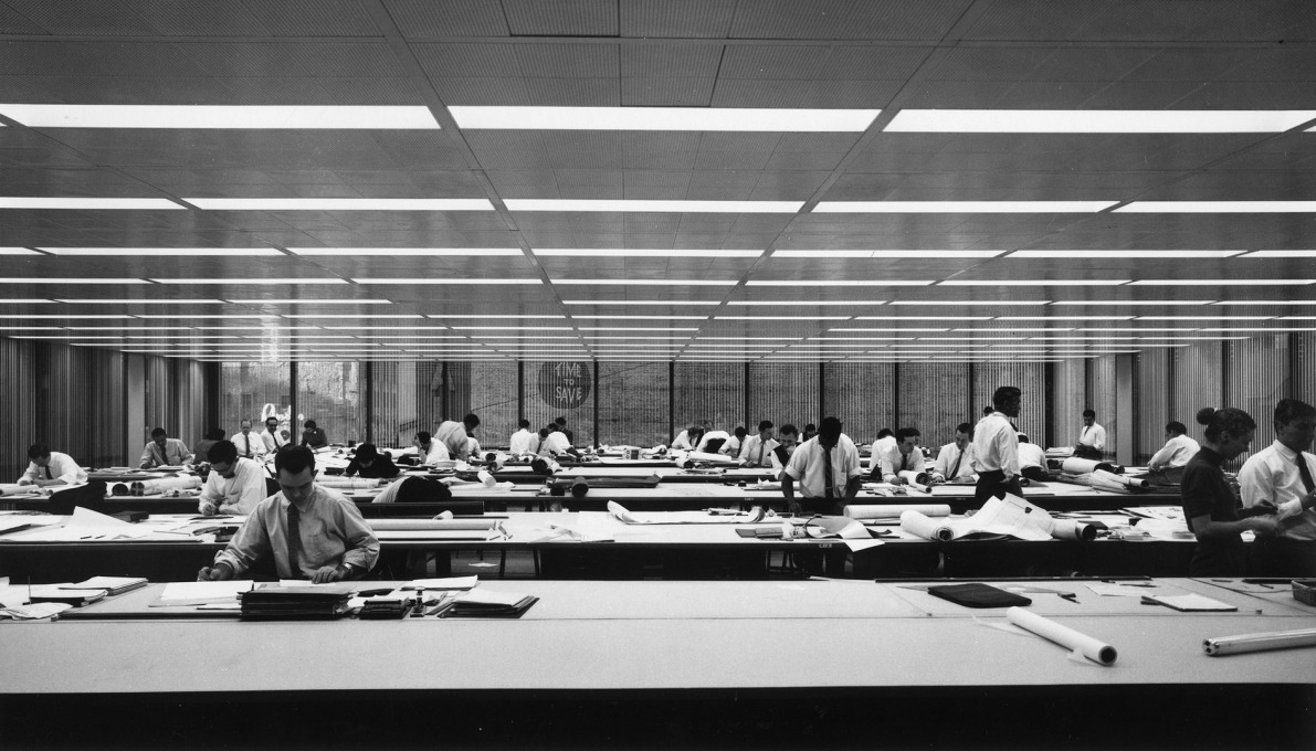 A modern working environment: inside the Inland Steel Building in 1958. (Photo © Ezra Stoller ESTO)