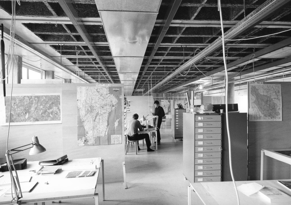 Studio spaces with flexible furnishing originally designed for around 100 students... (Photo: Sten Vilson, 1970)