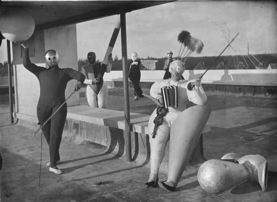 """Pantomime Treppenwitz"", produced by Oskar Schlemmer with left to right: Werner Siedhoff, Oskar Schlemmer, Roman Clemens and Andor Weininger, 1927. (Photo: Erich Consemüller © Stiftung Bauhaus Dessau)"