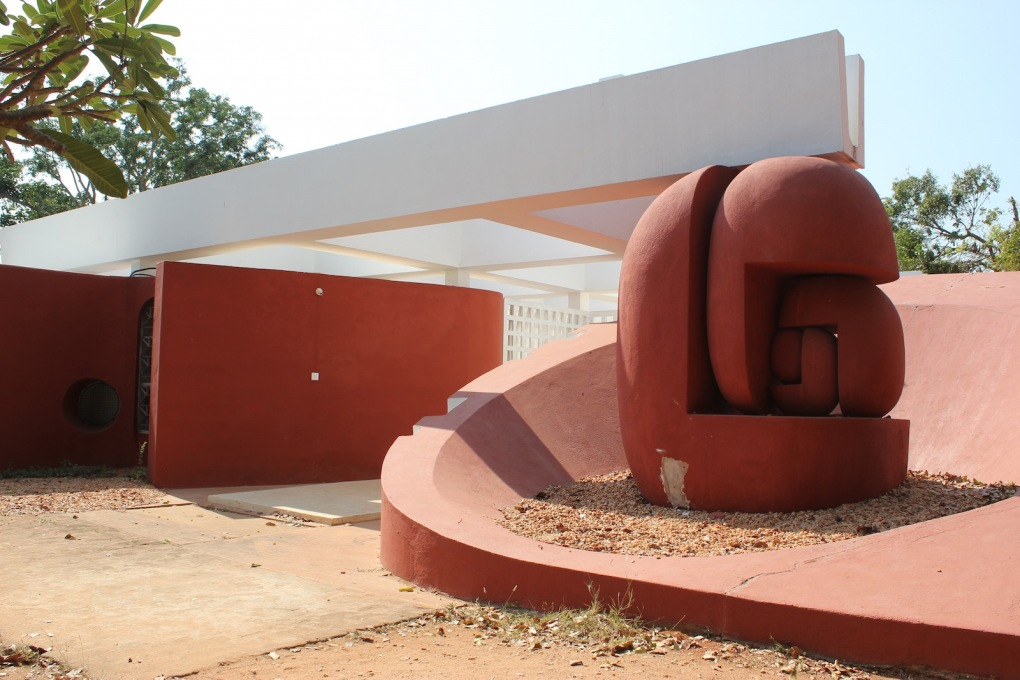 The entrance to Last School is formed by several sculptural elements, which underline how the arts are a foundation of the education there.