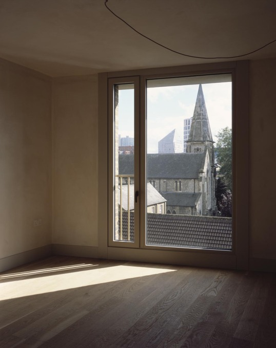 ...allowing for large rooms...  (Photo: Hélène Binet)