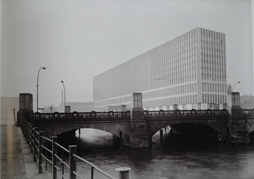 View from the Altes Museum to the monster Ministry of Foreign Affairs of the GDR, built 1964-67 and demolished in 1996. (Photo circa 1968 © Wohlrabe/Landesdenkmalamt Berlin II and Arwed Messmer)