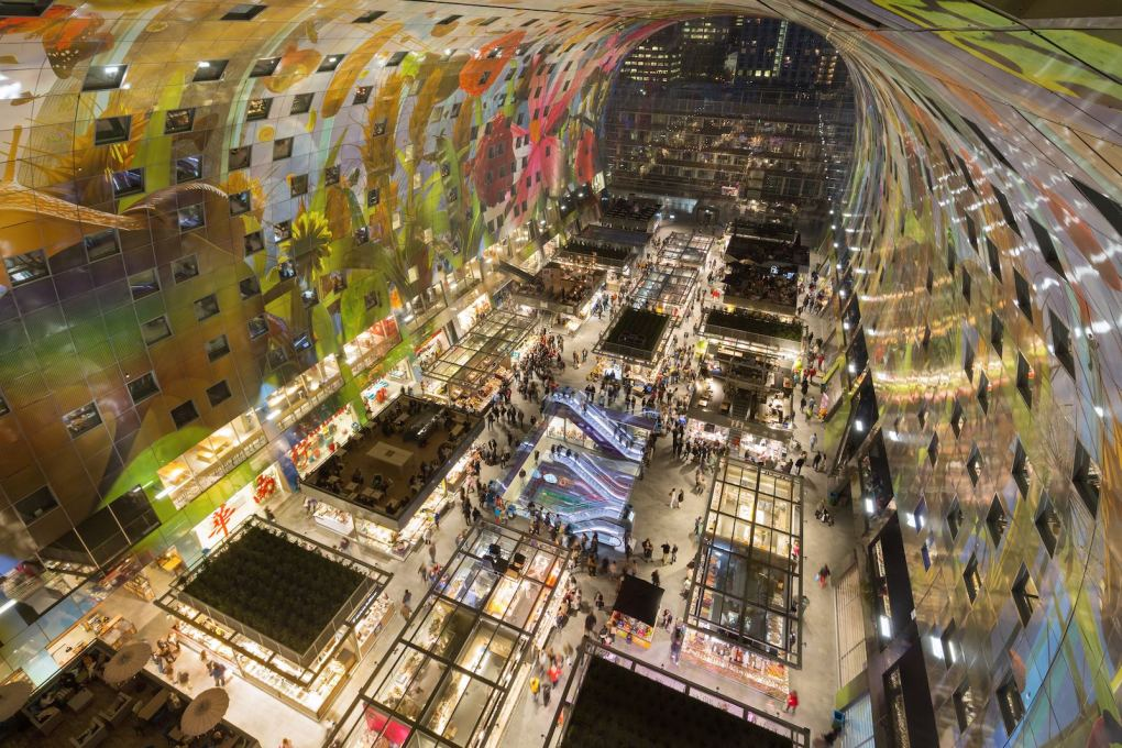 View down on the bazaar-like interior space of the Markthal, Rotterdam. (Photo: Ossip van Duivenbode, courtesy of MVRDV)