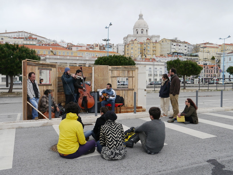 "The initative ""A Linha"" produced DIY furniture and placed them in the city district of Alfama. (Photo: A Linha)"