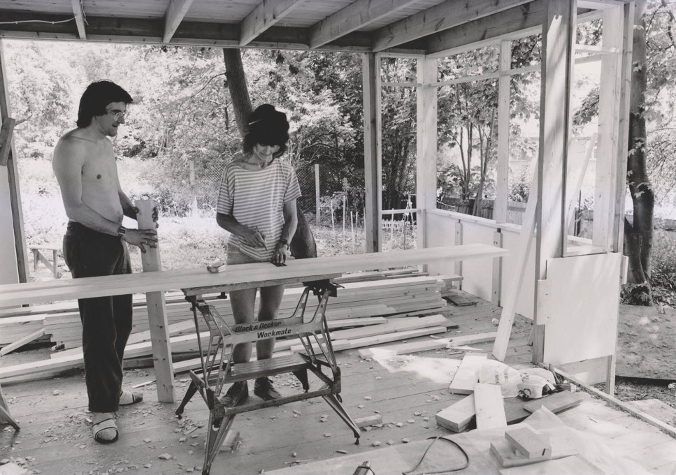 Carpentry on-site, c1970s. (Photo: Martin Charles, courtesy Jon Broome)