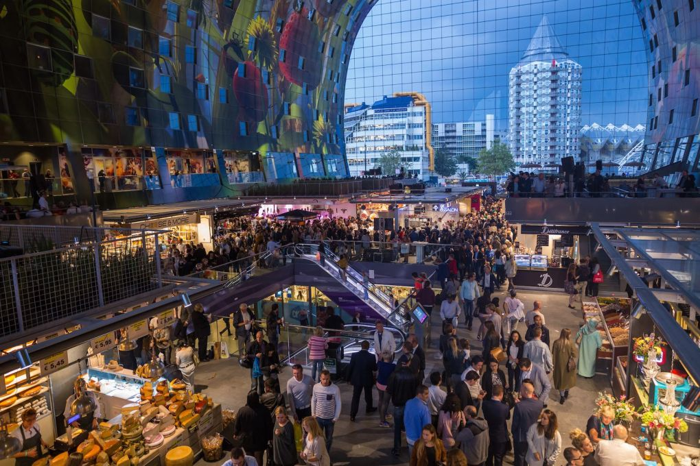 The multi-tiered Markthal interior provides a new public space for the city into the evening. (Photo © Steven Scholten, courtesy of MVRDV)