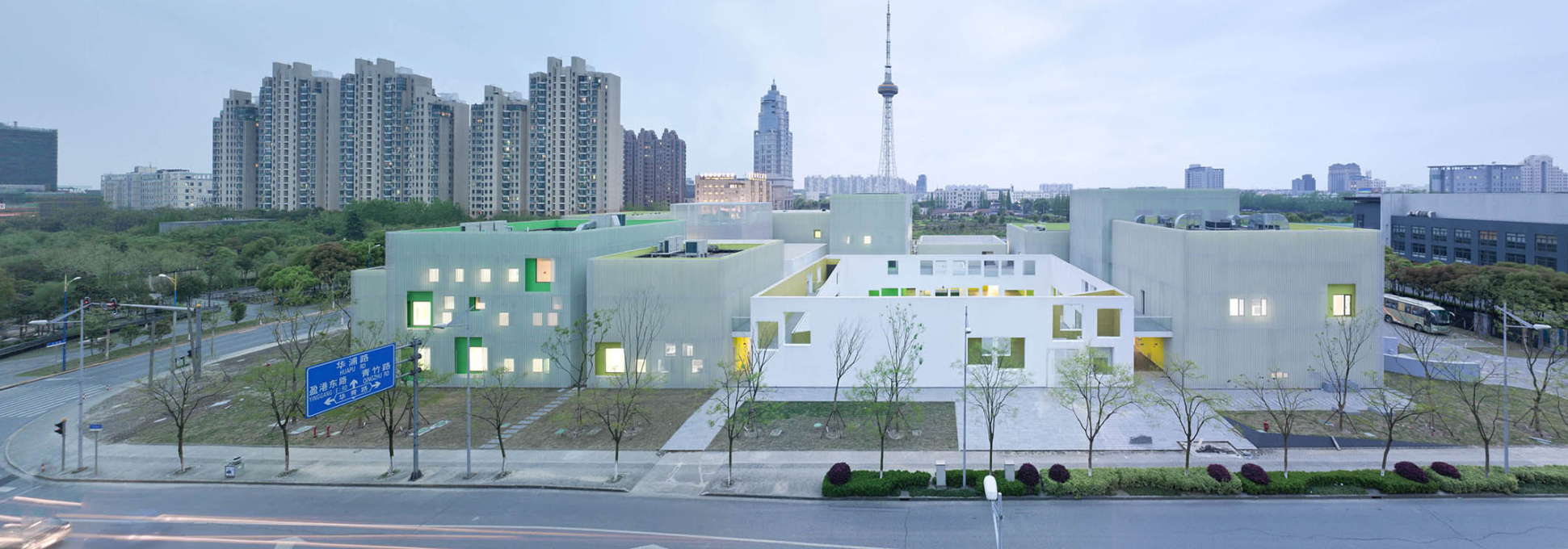 Atelier Deshaus: Youth Center of Qingpu, Shanghai, China, 2012. (Photo: © atelier deshaus)