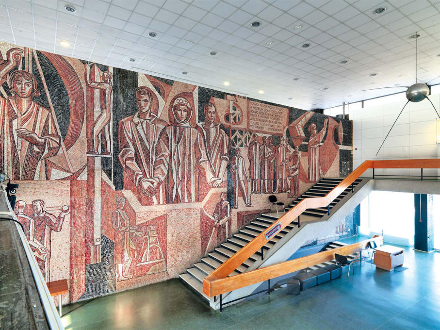 A mosaic by Andrei Vasnetsov welcomes visitors with powerful motifs from Soviet space travels. (Photo: Philipp Meuser)