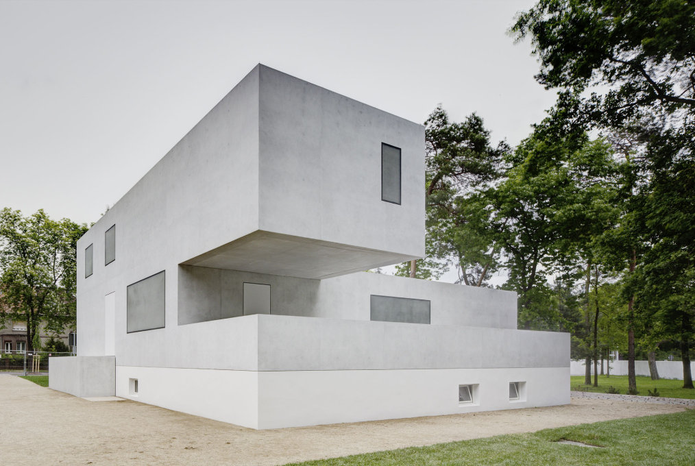 And today... the ghost of House Gropius, replacing House Emmer, demolished in 2008, following discussions about what to preserve, to reconstruct or to destroy... (Photo: Christoph Rokitta / Stiftung Bauhaus Dessau)
