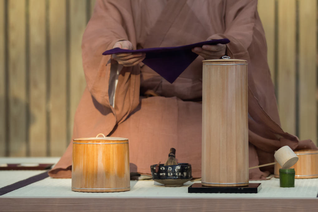 The tea ceremony was conducted by a 15th generation Kyoto tea master. © Hiroshi Sugimoto + New Material Research Laboratory, courtesy Le Stanze del Vetro (Fondazione Giorgio Cini and Pentagram Stiftung)