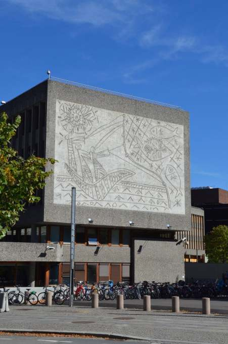 "The ""Y-block"" government building with Picasso's largest mural ""The Fisherman"", dating from 1970, on its end façade, is also under threat of demolition. (Photo: Einar Bjarki Malmquist)"