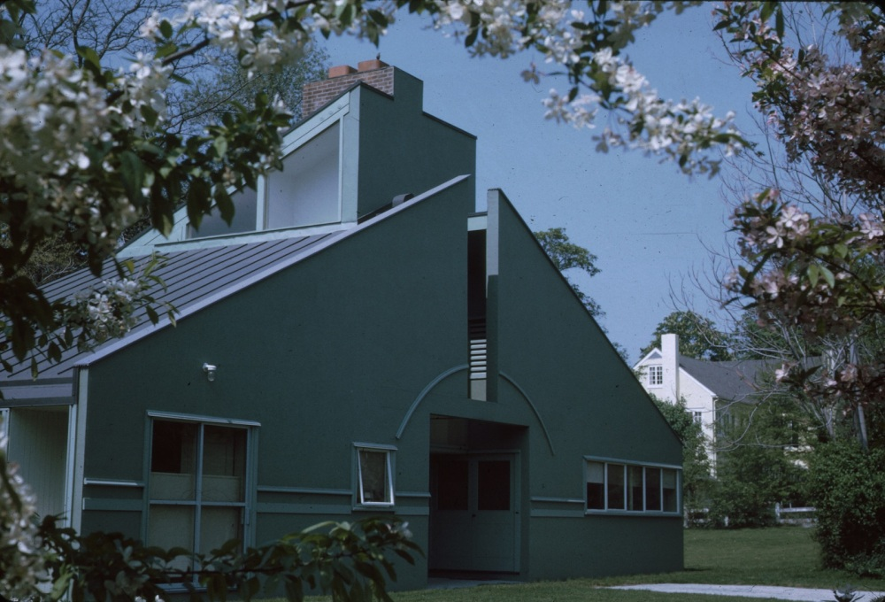 "The house was originally painted grey. It was painted in green after Bob heard Marcel Breuer saying: ""One thing I never do is use green on my houses because that's the colour of nature and you never do that."" So Bob painted it green.&"