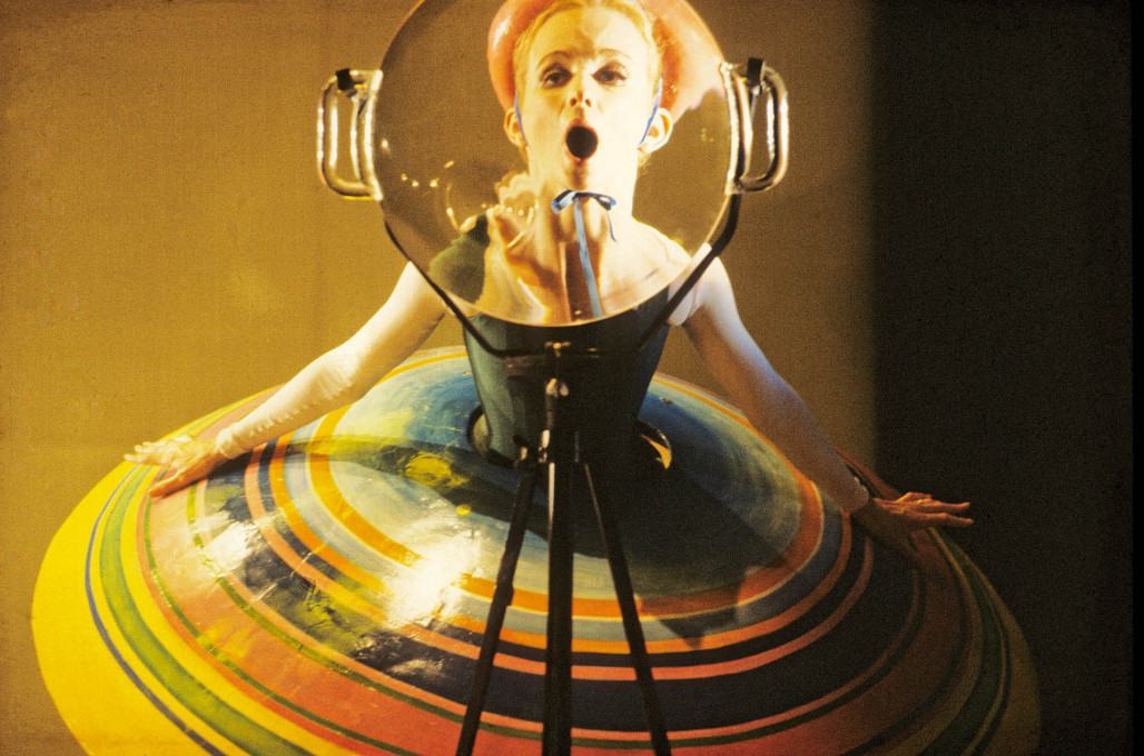 "New version of the ""Triadic Ballet"" by Oskar Schlemmer, produced by Gerhard Bohner, with dancer Colleen Scott. (Photo © Gert Weigelt)"