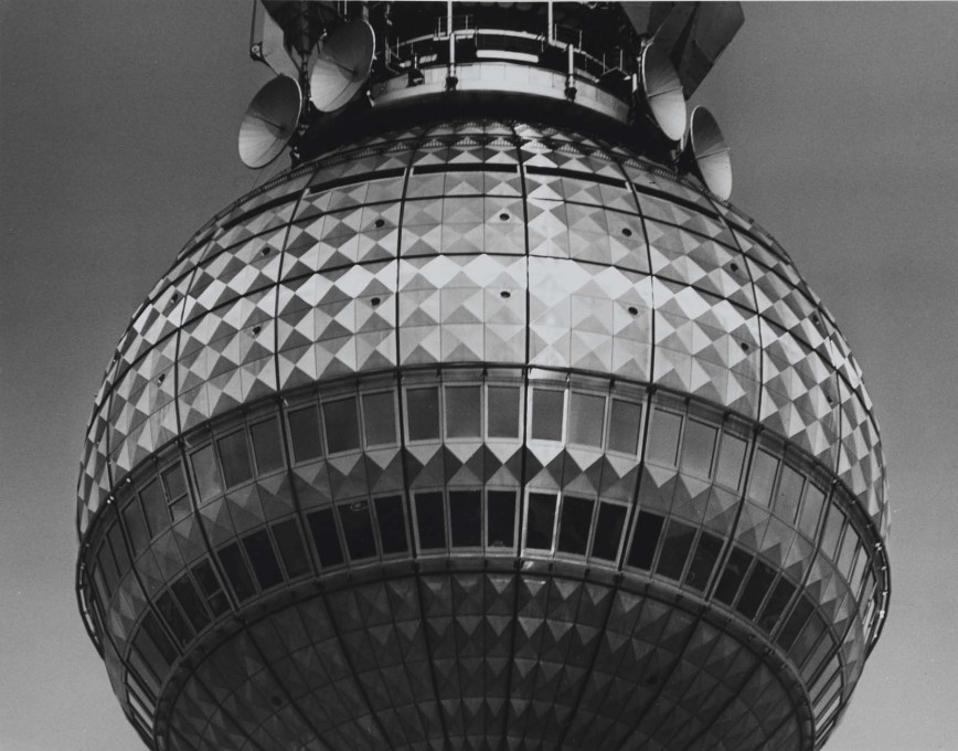 "The famous ""Pope's Revenge"" effect: sunlight hitting the sphere's diamond-patterned exterior, causing what looks like a cross to appear. (Photo: Karl-Heinz Kraemer © Archive Berlinische Galerie)"