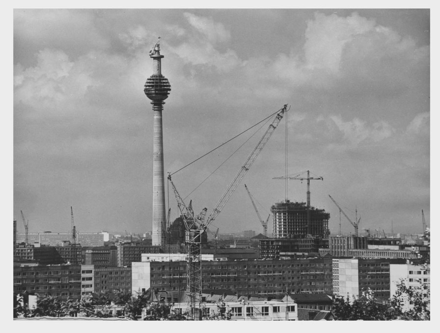 Construction work began 50 years ago today, on August 4th, 1965. (Photo: Karl-Heinz Kraemer © Archive Berlinische Galerie)