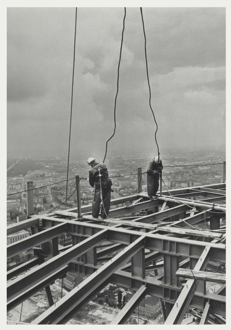High above Alexanderplatz, workers stand in the open space which is now occupied by the tower's revolving restaurant. (Photo: Karl-Heinz Kraemer © Archive Berlinische Galerie)