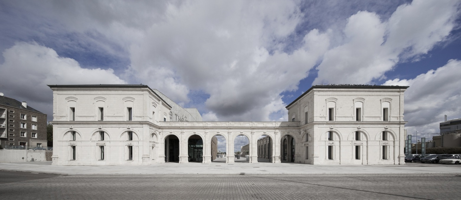 Through the arcaded entrance to the old train shed is now an open courtyard. (Photo: Luc Boegly)