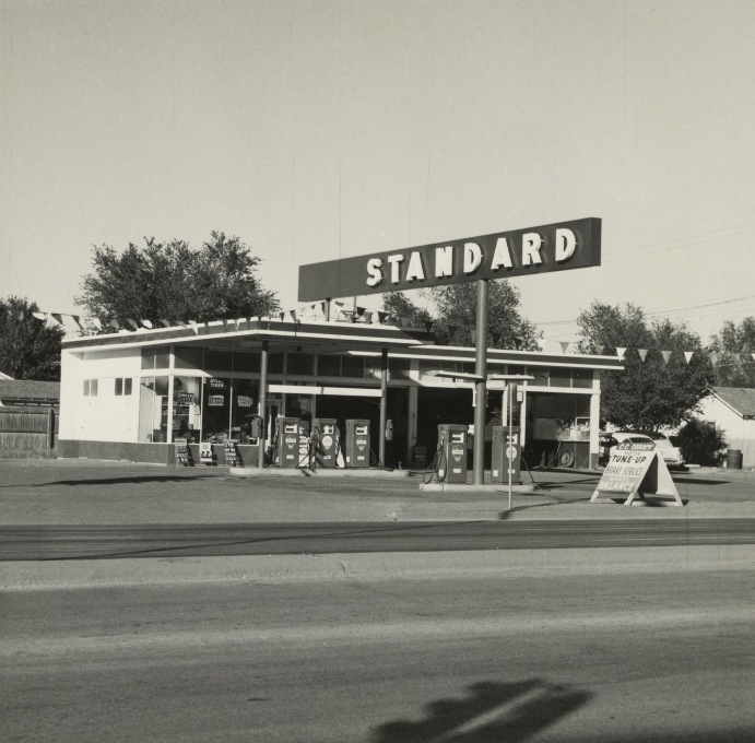 "From ""Overdrive"": Ed Ruscha's Standard, Amarillo, Texas, 1962. (Photo: The J. Paul Getty Museum, Los Angeles ©)"