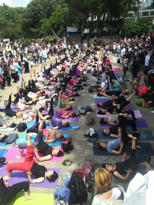 Yoga classes also took place in the center of the park, as people came together to defend the space. (Photo: Merve Bedir)