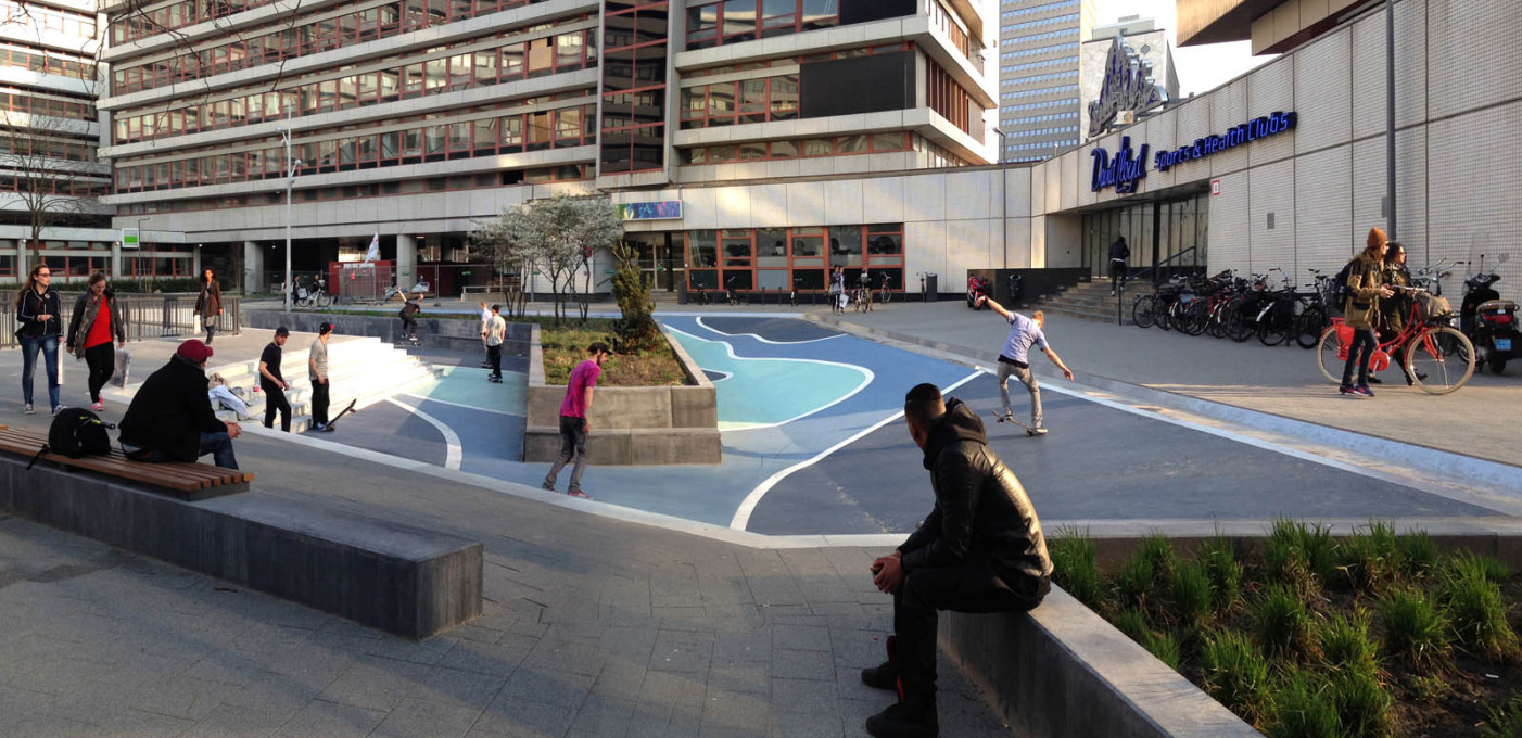 ...the other has slanting walls and can be used as a skatebowl. (Photo © De Urbanisten)