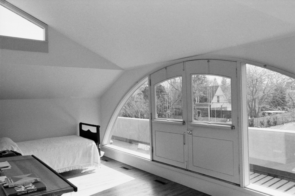 Vanna Venturi House: the second floor bedroom where Robert Venturi and Denise Scott Brown lived for six months after their marriage.