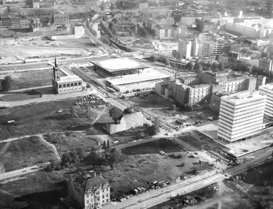 Aerial view of the Neue Nationalgalerie from 1967. (Photo: Otto Borutta © Archive of Berlinische Galerie)