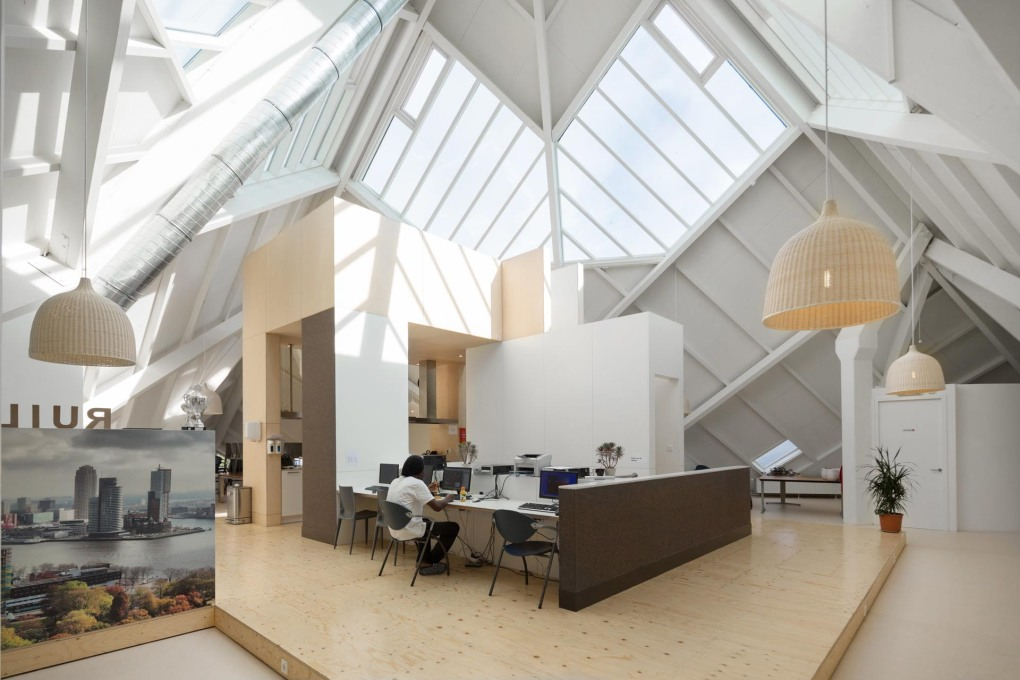 At the top, under the roof, are the light-filled communal living spaces. (Photo: Ossip van Duivenbode)