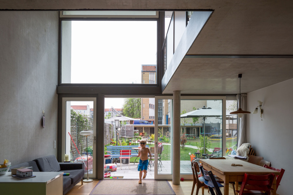 "A double-height living space of the ""twin house"", 2010. (Photo: Marcus Ebener, Die Zusammenarbeiter)"