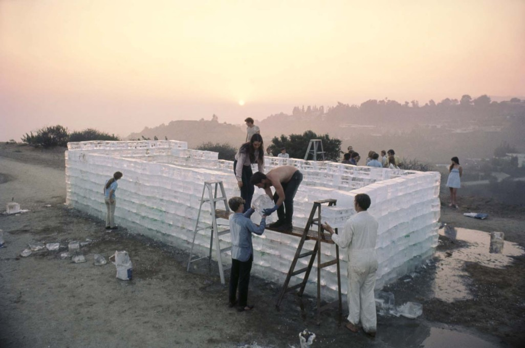 Kaprow's original version, in California in 1967. (Courtesy Allan Kaprow Estate and Hauser & Wirth, Photo © Julian Wasser)