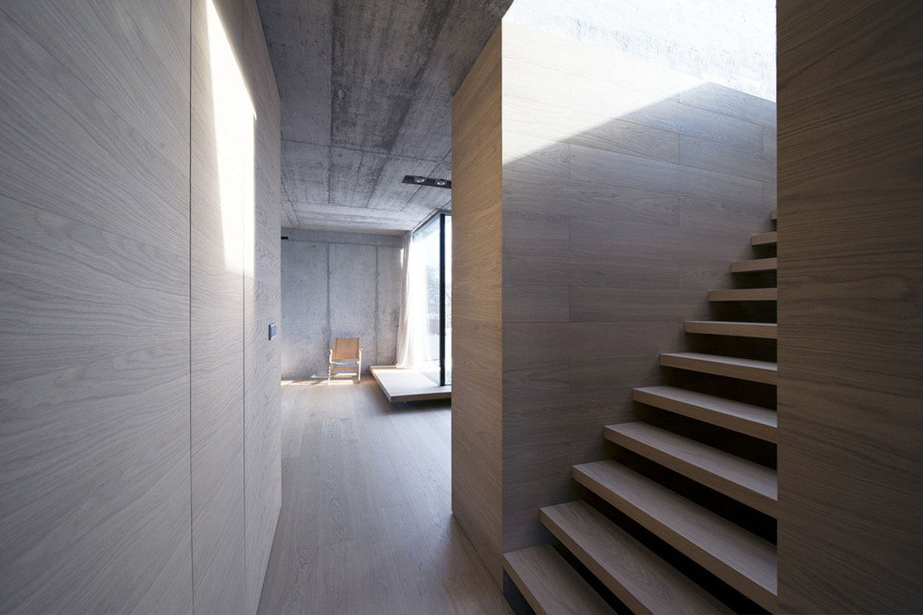 """The house's interior is composed of generous, light and fluid spaces."""