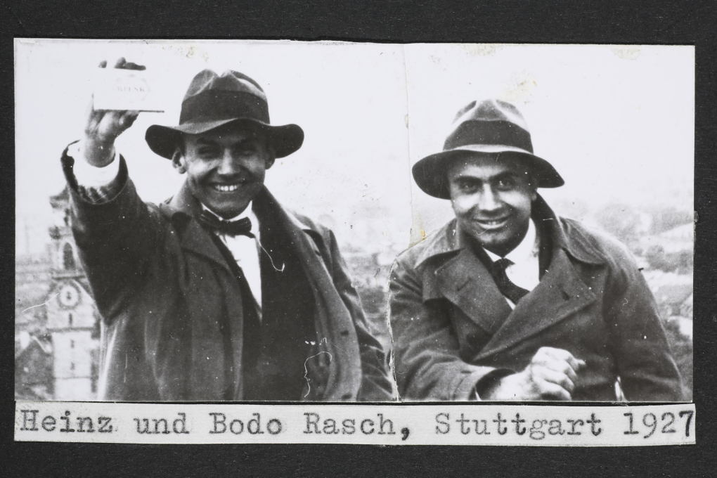 Heinz (left) and Bodo (right) Rasch at the Tagblatt Tower in Stuttgart, 1927. (Photo © Heinz Rasch estate, Deutsches Architekturmuseum, Frankfurt am Main)