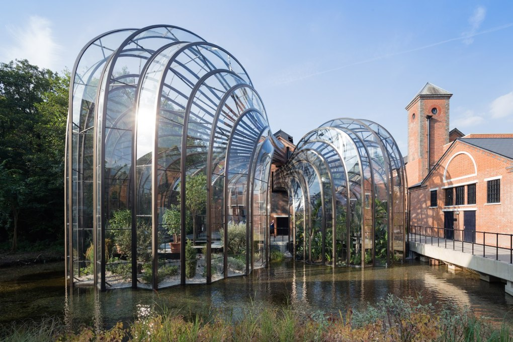 The glasshouses contain specimens of the ten exotic plant species used in the Bombay Sapphire distillation process. (Photo: Iwan Baan)