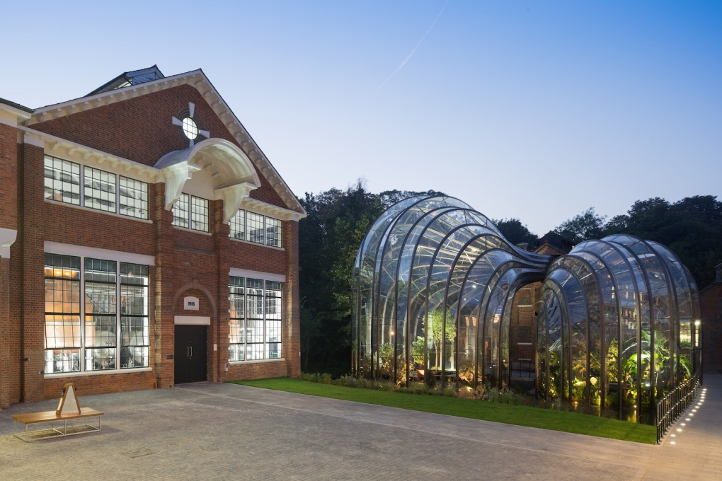A connection to the still buildings allows for the waste heat from the distillation process to be collected and recycled into the greenhouses. (Photo: Iwan Baan) </