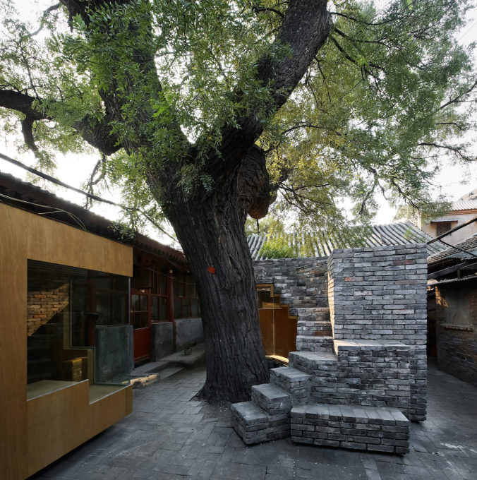 On the left, the new children's library in the Cha'er Hutong No. 8.