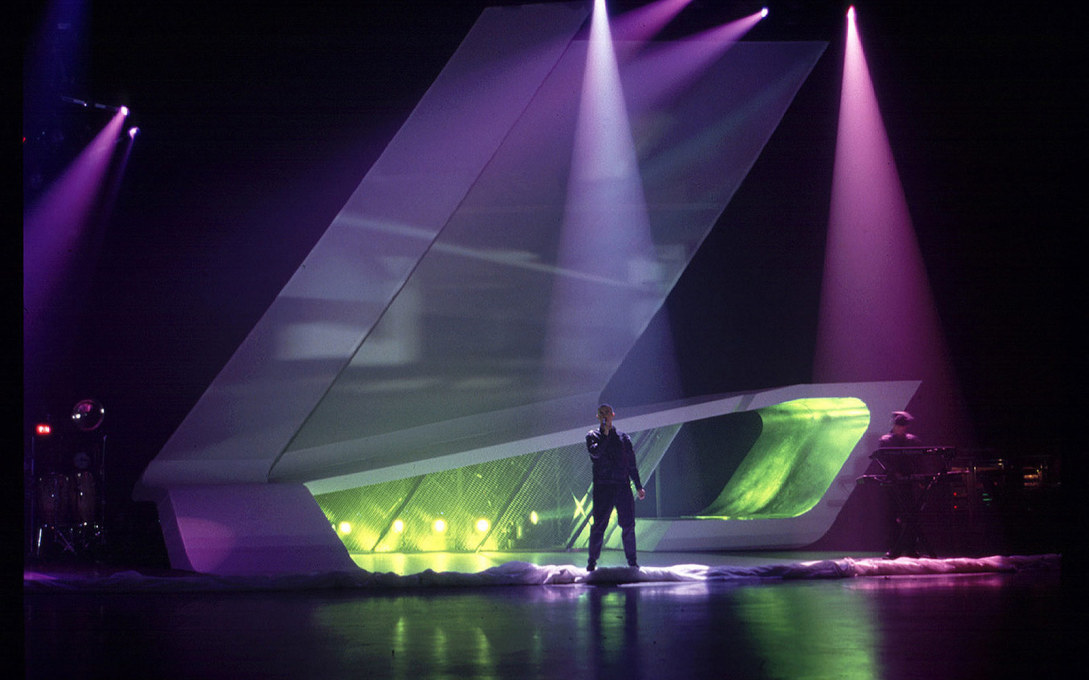Away from the realm of architecture, Hadid also designed the stage set for The Pet Shop Boys' Nightlife World Tour 1999-2000...: uncu.be/noerpv