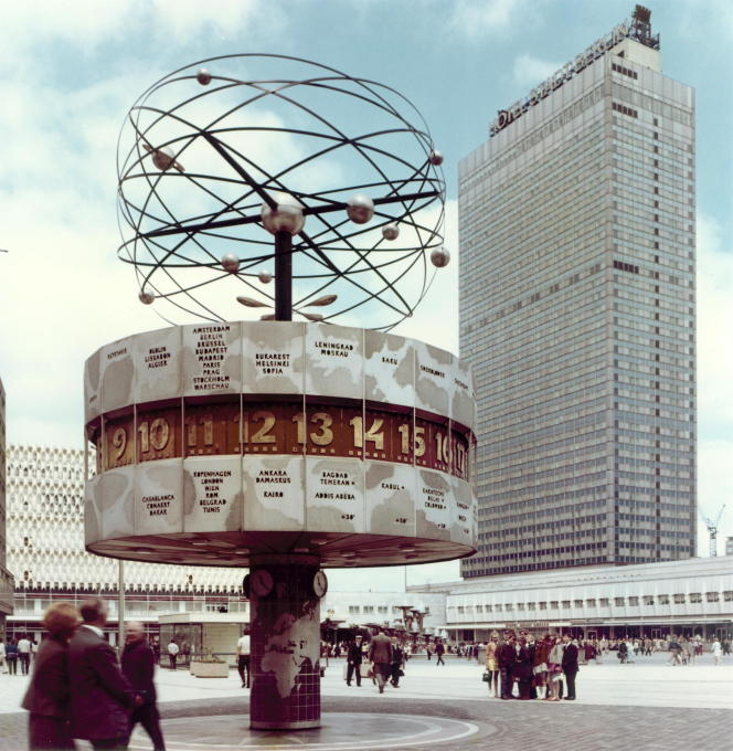 "Public art was an important feature of East Berlin's urban planning, like the ""Weltzeituhr"" (""World Clock"") on Alexanderplatz. (Photo: unknown author, circa 1970 © Berlinische Galerie)"