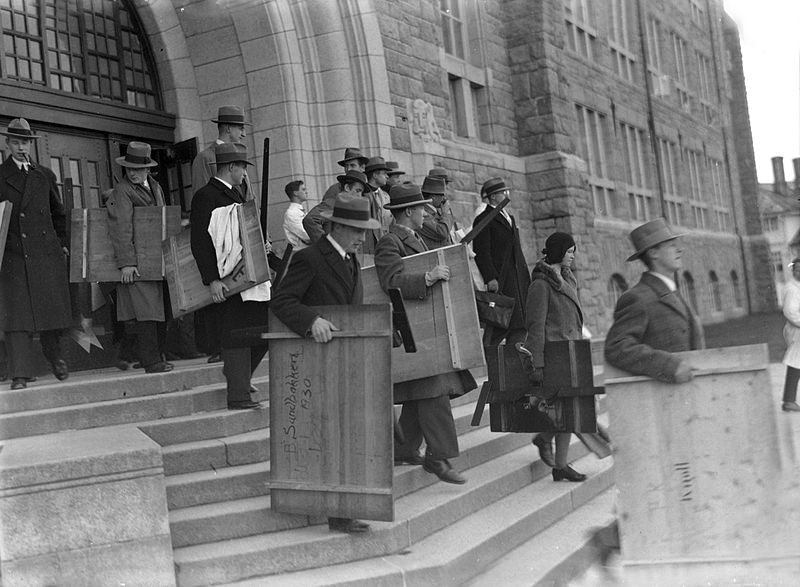 Let's take to the streets with our drawing-boards! An image of an historic 1930 strike in Norway of architecture students, protesting at the suspension of a student who criticised the curriculum. Photo: TVM-SVB/Wikimedia commons